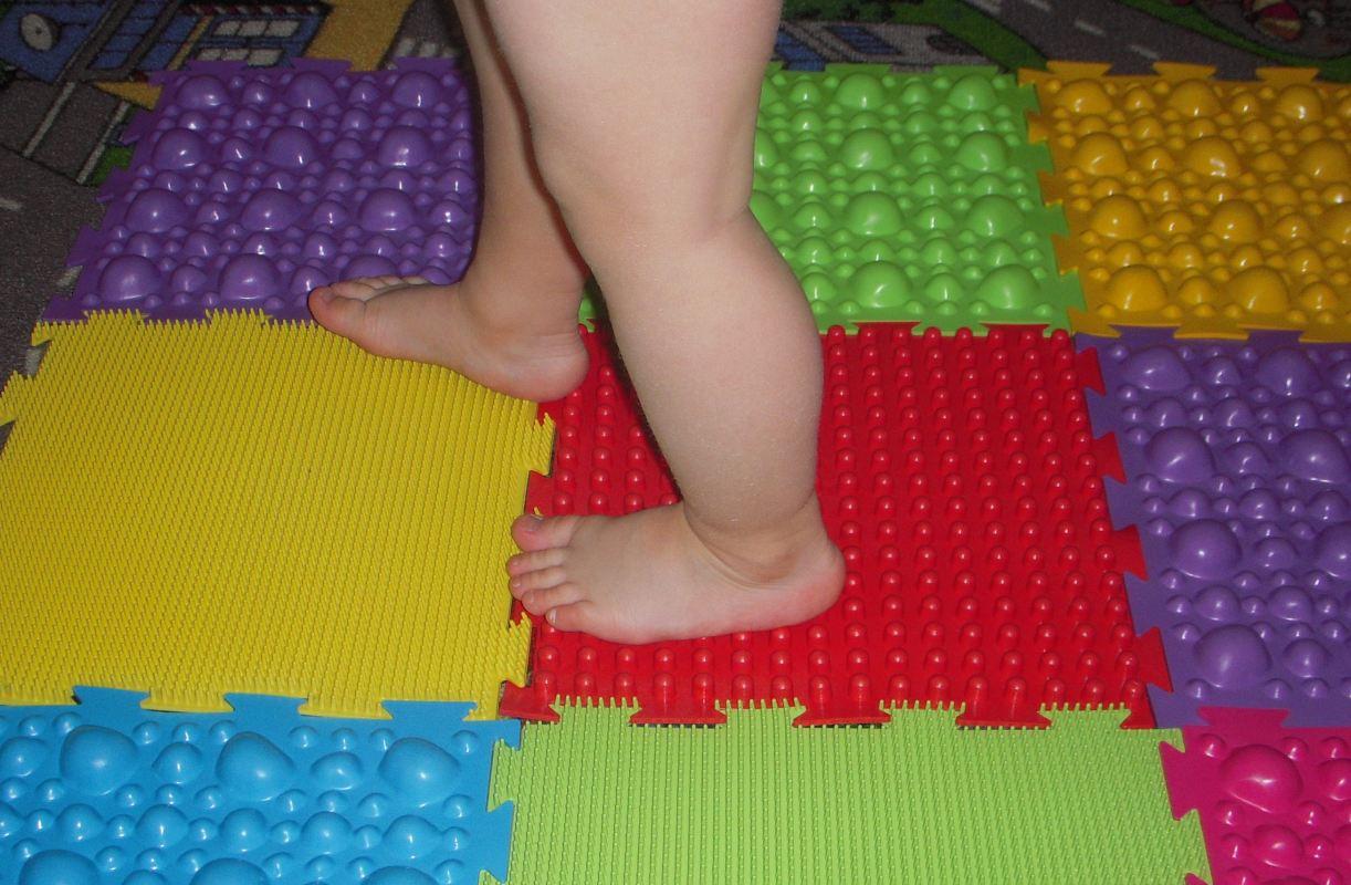 Массажный коврик для ребенка